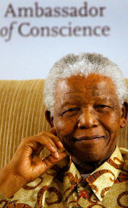 Nelson Mandela recieves Amnesty International award, 2006